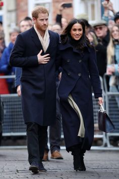 A few days after their engagement announcement, Prince Harry and Meghan Markle made their first official joint visit in Nottingham, UK on December Meghan Markle Prince Harry, Prince Harry And Meghan, Meghan Markle Stil, Burberry Plaid, Navy Coat, Royal Engagement, Black Tuxedo, Latest Outfits, Kurt Geiger