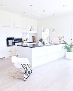 simile black and white kitchen Home Decor Kitchen, Home Kitchens, Küchen Design, House Design, Ideas Hogar, Cuisines Design, Minimalist Decor, House Rooms, Interiores Design