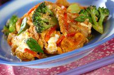 肉と野菜のバランスが良い一品。親子丼のようなやさしい味付け。