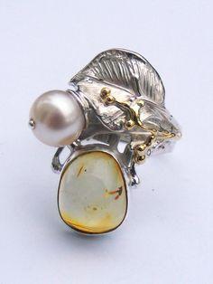 Ring 5943, håndlavet ring af Gregory Pyra Piro, sølv og gold, rav, perle