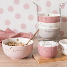 4 Earthenware Bowls with Metal Holder on Maisons du Monde. Kitchen Supplies, Kitchen Items, Kitchen Utensils, Kitchen Tools, Kitchen Gadgets, Pink Kitchen Appliances, Kitchen Appliance Storage, Rose Gold Kitchen, Pink Kitchen Decor