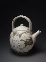 The contrast between the traffic choked streets of Seoul and the quiet valley where Huh Sang Wook's studio sits is eased by a CD of jazz s. Pottery Teapots, Ceramic Teapots, Ceramic Pottery, Ceramic Art, Korean Pottery, Pottery Animals, Gothic Aesthetic, Alternative Art, Korean Art