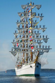 The Mexican navy's Cuauhtemoc makes a dramatic entrance to Kotka during the 2007 Tall Ships Races.