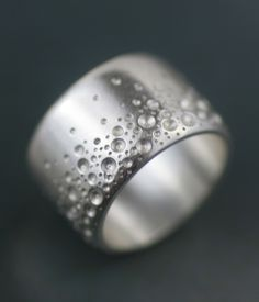 This would make a great wedding band, though I think it should be half as thin..I love how it looks like bubbles.
