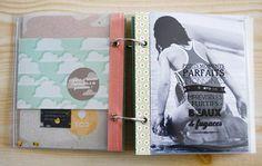 Voici le mini album «Échantillon de bonheur» avec pochettes transparentes décorées avec les tampons bois. Pour fabriquer ce mini album tout en transparence, utilisez des tra…