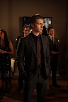 """Chase Crawford In """"War At The Roses"""" (S4:E7)   25 Amazing Fashion Moments On """"Gossip Girl"""""""