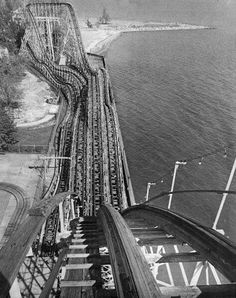 The Comet Roller Coaster at Crystal Beach Abandoned Theme Parks, Abandoned Amusement Parks, Abandoned Places, Coney Island Amusement Park, Amusement Park Rides, Buffalo New York, Cedar Point, Carnival Rides, Pictures