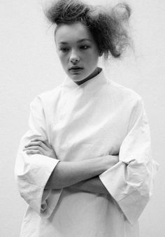 Clean White Coat - chic minimalist style, minimal fashion // Ph. Paul Phung
