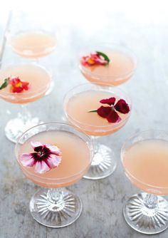 Retro champagne glasses idées cocktail