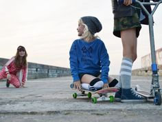 Skateboard Kids, a cool fall kids fashion shoot Cool looks for skateboard kids styled by Kate van der Hage, photos by Katrina Tang fall/winter 2014 kidswear Kids Winter Fashion, Kids Fashion Boy, Winter Kids, Toddler Fashion, Girl Fashion, Fall Winter, Fashion Spring, Surfer Kids, Skater Girl Style