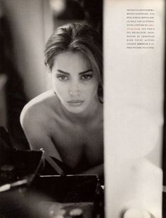 Christy Turlington dans Bentornata Christy pour Vogue Italie Octobre 1989 par Steven Meisel