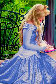 IF THIS IS REAL THEN AURORA HAS A BLUE DRESS TOO. OH MY GOODNESS THIS IS JUST GRAND.
