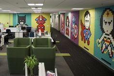 O resultado final ficou incrível. | Este cara usou 8 mil post-its para redecorar seu escritório de uma maneira incrível