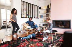 The Socialite Family   Chez Nayla Voillemot, la vie de famille est vibrante et complice. Les rires sont au rendez-vous. Une visite qui fait du bien ! #famille #family #paris #appartement #flat #livingroom #salon #bbulle #jewel #creator #art #kids #enfants #déco #decor #interiordesign #home #design #interiordecoration #inspiration #idea #thesocialitefamily