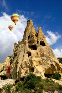 Kapadokya, volcanic eruptions created this unbelievable landscape, which includes fairy chimneys.