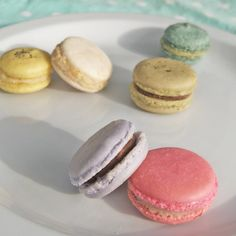 more macarons... i can't get enough of these little beauties!