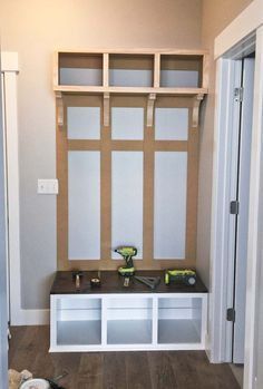 Rustic Small Mudroom Bench Ideas ✓ - Even a shallow house, just like the one pictured right here, can operate as a mudroom with inventive storage design. Entryway Decor, Entryway Bench, Bench Mudroom, Entryway Ideas, Bench Designs, Room Goals, Bench With Storage, Storage Design, Diy Furniture