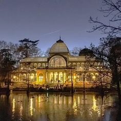 Last week I spent a few intense days at #FITUR2018, the tourism fair in #Madrid. But I also had the chance to catch up with friends I hadn't seen in years. ⠀ ⠀ One evening, after a 4-hour long lunch, we went for a walk in the Retiro Park, where the Palacio de Cristal was beautifully lit. This huge glasshouse was built in the 19th century to exhibit flora and fauna from the Philippines, which was a Spanish colony at the time. Today it is used for contemporary art exhibitions. ✨⠀ ⠀…