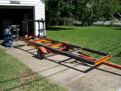 Home-Built Portable Chainsaw Mill Homemade Chainsaw Mill, Homemade Bandsaw Mill, Portable Chainsaw Mill, Portable Saw Mill, Diy Projects Plans, Easy Woodworking Projects, Woodworking Techniques, Woodworking Plans, Chainsaw Mill Plans