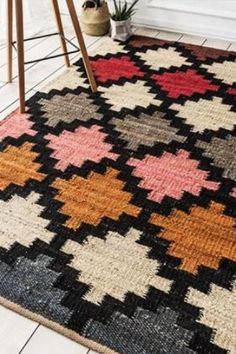 Taddart Taddart is hand-woven by our skilled and experienced weaver using pure-jute and traditional methods tested and tried over many generations. Navajo Weaving, Hand Weaving, Jute Rug, Woven Rug, Quilt Patterns, Crochet Patterns, Crochet Decoration, Weaving Textiles, Tapestry Design