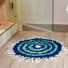 DIY Shower Mat Create your own shower mat using this amazing tip! Diy Crafts For Home Decor, Diy Crafts Hacks, Diy Crafts For Gifts, Diy Arts And Crafts, Creative Crafts, Fun Crafts, Paper Crafts, Diy Shower, Craft Projects