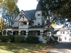 There are so many Victorian homes in Middleboro, MA.   Go to www.YourTravelVideos.com or just click on photo for home videos and much more on sites like this.