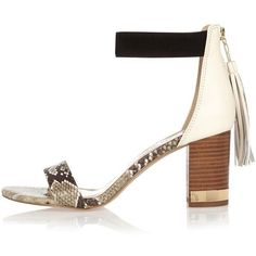 River Island Beige print block heel tassel sandals ($96) ❤ liked on Polyvore featuring shoes, sandals, colorblock shoes, block sandals, block heel shoes, color block sandals e river island