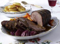 Unser beliebtes Rezept für Rinderbraten mit Rioja-Zwiebeln und Möhren-Petersiliengemüse und mehr als 55.000 weitere kostenlose Rezepte auf LECKER.de.