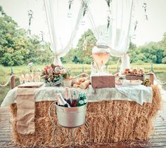 If you're planning an outdoor wedding ceremony or reception in Florida, it's important to keep guests cool, comfortable and refreshed. And as with all things weddings lately, drink stations are yet another way for a couple to express their own personal wedding style.