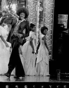 Michael Jackson stage presence singing at Black Teen Beauty Pageant (1976) #bellbottoms #fashion