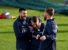 Antonio Candreva (L) and Marco Verratti of Italy are joking during a training session at Italy club's training ground at Coverciano on November 7, 2017 in Florence, Italy. - 32 of 102