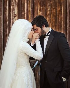 just wowww. *You make me smile everytime you post this picture ❤ Hijabi Wedding, Muslim Wedding Dresses, Muslim Brides, Romantic Wedding Photos, Wedding Couples, Wedding Bride, Wedding Pictures, Cute Muslim Couples, Photo Couple