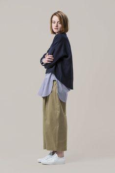 Cappa Wool Silk Top by Studio Nicholson kickpleat 294071050651915705 Look Fashion, Trendy Fashion, Womens Fashion, Fashion Design, Fashion Trends, Tomboy Fashion, Trendy Style, Girl Fashion, Mode Outfits