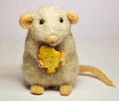 Needle felted grey wool mouse.  Handmade by BinneBear.