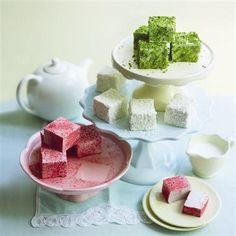Artisan marshmallows by Bea's of Bloomsbury; image via Delicious Marshmallows are the latest sweet treat to receive a luxury makeover, r. Flavored Marshmallows, How To Make Marshmallows, Recipes With Marshmallows, Marshmallow Recipes, Marshmellow Treats, Homemade Marshmallow Fluff, Candy Recipes, Sweet Recipes, Dessert Recipes