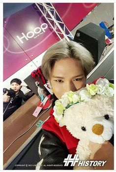 Sweetheart with meme in the background xD on We Heart It - Imagen de history, kpop, and kyungil - Pop Singers, We Heart It, About Me Blog, Fandom, Entertainment, Japanese, Kpop, History, Memes