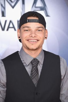 Kane Brown Photos Photos - Singer/songwriter Kane Brown attends the annual CMA Awards at the Bridgestone Arena on November 2015 in Nashville, Tennessee. Country Music Artists, Country Music Stars, Country Singers, Country Love Song Lyrics, Violet Brown, Cole Swindell, Kane Brown, Cma Awards, Brown Babies
