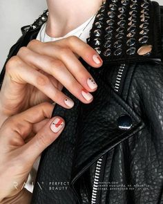 Nail art is a very popular trend these days and every woman you meet seems to have beautiful nails. It used to be that women would just go get a manicure or pedicure to get their nails trimmed and shaped with just a few coats of plain nail polish. Stylish Nails, Trendy Nails, Cute Nails, Minimalist Nails, Spring Nail Art, Spring Nails, Hair And Nails, My Nails, Nagellack Trends