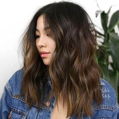 We've come across a brilliant shade for brunettes that gives incredible dimension and fresh life to a classic shade: cocoa butter hair color. Hair Color Asian, Hair Color Dark, Brown Hair Colors, Asian Hair Rose Gold, Hair Cuts Asian, Asian Hair Texture, Asian Brown Hair, Chocolate Brown Hair, Melted Chocolate