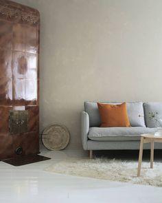 Syksyä kohti on ihana lisätä lämpimiä sävyjä sisustukseen🖤 Phot Interior, Sofa