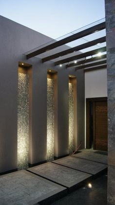Modern house entrance with great lighting from Even though ancient within idea, the pergola Home Interior Design, Exterior Design, Interior And Exterior, Lobby Interior, Interior Lighting, Modern Interior, House Entrance, Entrance Ideas, Door Design
