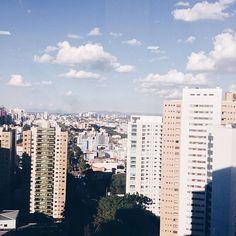 Enquanto espero o cabelo ficar pronto estou admirando essa vista e esse céu azul que esta fazendo hoje em Curitiba! #wating #studioyoung
