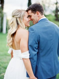 So much lovin' between this bride and groom. http://www.stylemepretty.com/texas-weddings/austin/2016/08/04/organic-spring-wedding-in-texas/ | Photography: Jen Dillender - http://jendillenderphotography.com/