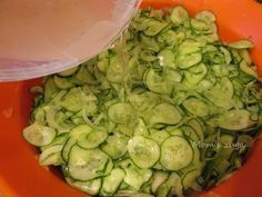 Isteni svéd uborkasaláta recept fotókkal lépésről lépésre! | CivilHír Pickling Cucumbers, Fermented Foods, Sweet And Salty, Preserves, Pickles, Zucchini, Bacon, Food And Drink, Dishes