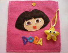 Este foi o resultado do meu fim-de-semana.  A pedido de uma cliente fiz este jogo do galo da Dora a exploradora.  Espero que a Sarah gost...