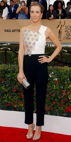 Screen Actors Guild Awards 2016: Kristen Wiig in Roland Mouret, Niwaka jewelry, Miu Miu shoes, and a Jimmy Choo bag.