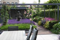 Moderne achtertuin in West Brabant. Modern garden in the Netherlands.
