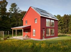 Small farmhouse plans to captivate our senses . from a shepherd's cottage rehab in New Zealand to a solar powered prefab in Maine! Modular Homes, Prefab Homes, Prefab Cottages, Prefabricated Houses, Building A Small House, Green Building, Off Grid House, Passive House, My Dream Home