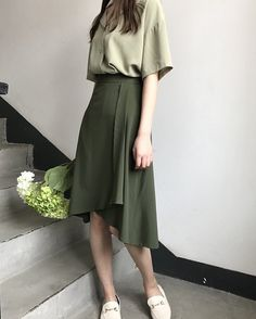 Фотография in 2020 Modest Outfits, Skirt Outfits, Modest Fashion, Casual Outfits, Fashion Dresses, Cute Outfits, Look Fashion, Girl Fashion, Moda Vintage