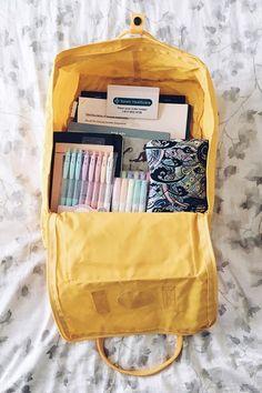 Mochila Kanken, School Supplies Highschool, Back To School Supplies, Aesthetic Backpack, Back To School Backpacks, College Backpacks, School Suplies, Cute Backpacks, Leather Backpacks